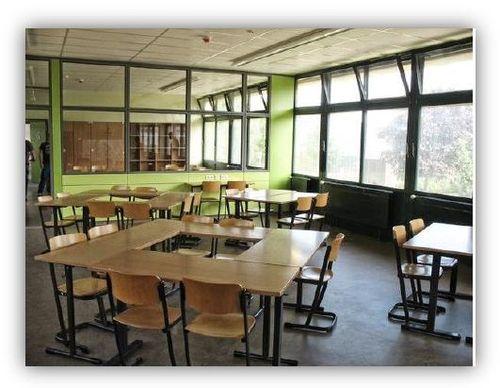 Klassenraum mit angrenzendem Lernbüro